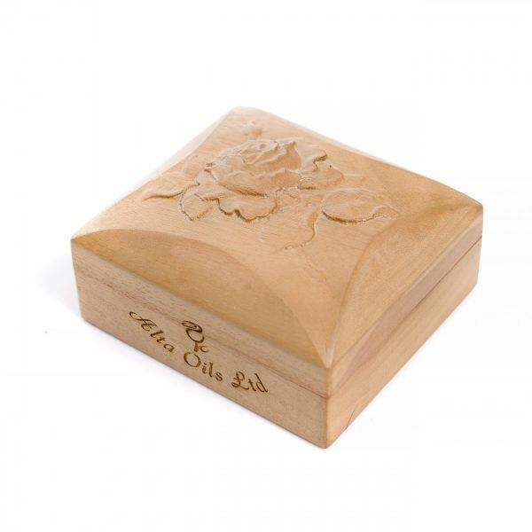 Чисто и натурално розово маслао в луксозна дървена кутия